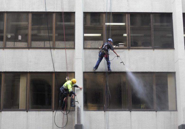 pressure-cleaning-via-rope-access-www.safetek.net_.au_